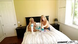 Alix Lynx and Karla Kush is having a perfect lesbian sex